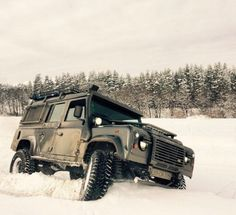 Land Rover Defender 110 Td4 customized adventure extreme in snow.