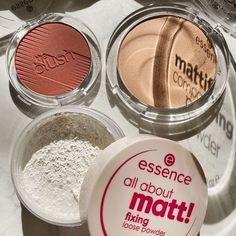 Unsere Lieblinge von essence für eine perfekte Base✨ Welches Puderprodukt von essence darf bei Dir nicht fehlen?💕 (📷: @saratalksbeauty) --- Our favorites by essence for creating a perfect base✨ Which powder product by essence is a must have in your routine?💕 (📷: @saratalksbeauty) --- #kosmetik4less #essence #essencecosmetics #cosnova #theblush #mattifyingcompactpowder #fixingloosepowder #facepowder #blush #loosepowder #basemakeup #makeup #kosmetik #beauty #crueltyfreemakeup… Essence Makeup, Essence Cosmetics, Flawless Face, Cruelty Free Makeup, Loose Powder, Drugstore Makeup, Face Powder, Blush, Eyeshadow