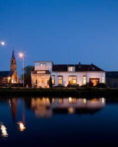 Paerdeburgh at night