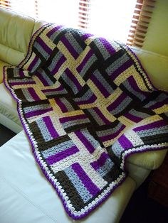 Sonoma blanket, free pattern from Naturally Caron yarns. Uses only SC, DC, & slip stitch. #crochet #afghan #throw #pillow