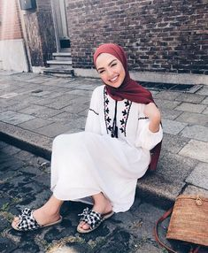 Summer Hijab Outfit Ideas That Are Totally Comfy for Warmer Weather Summer Hijab Outfit Ideas That Are Totally Comfy for Warmer Weather Modern Hijab Fashion, Muslim Fashion, Modest Fashion, Fashion Outfits, Modest Wear, Modest Dresses, Modest Outfits, Trendy Outfits, Modele Hijab