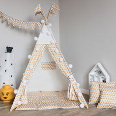 Set Tipi Triangles: carpa, palos, cojín, tapete, banderas