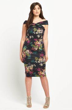 Elegancka sukienka marki So Fabulous. Przepiękny wzór w kwiatki. 269 zł na http://www.halens.pl/moda-damska-rozmiary-specjalne-na-gore-5828/sukienka-577766?imageId=402825&variantId=577766-0179