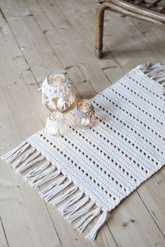 Crochet Carpet, Crochet Home, Diy Crochet, Crochet Doily Patterns, Crochet Doilies, Diy Carpet, Rugs On Carpet, Christmas Gifts To Make, Crochet Table Runner