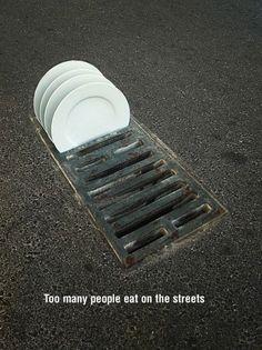 Campaña contra la pobreza - Too many people eat on the streets