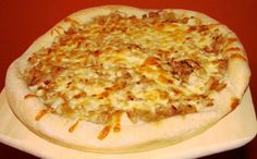We love homemade pizza, but get bored with the same old tomato sauce version. This white sauce is a nice change of pace. Its great for a chicken pizza and is also a good pasta sauce. Best Dessert Recipes, Pizza Recipes, Sauce Recipes, Fun Desserts, Lunch Recipes, Appetizer Recipes, Yummy Recipes, Appetizers, Cooking Recipes