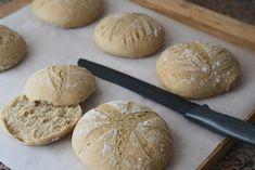 Pão de espelta caseiro – *Joana BBL* Hamburger, Food And Drink, Low Carb, Desserts, Ancient Art, Cooking Ideas, Bananas, Breads, Cakes