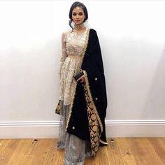 Indian wedding dress, so beautiful! Indian Bridal Wear, Pakistani Wedding Dresses, Pakistani Dress Design, Indian Wedding Outfits, Pakistani Outfits, Indian Outfits, Asian Wedding Dress, Indian Fashion Dresses, Dress Indian Style