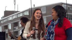 Mijn impressie van het Bevrijdingsfestival in Breda op 5 mei 2012 met de Antilliaanse Folklore dansgroep/ Nos Kosecha en als verrassing een optreden van de talentvolle zangeres Samira Bogaard. Ze is pas 14 lentes maar heeft al redelijk wat ervaring. Ze zong op haar 6e jaar al met de jazzband van haar ouders.. Haar voorliefde gaat uit naar de jazzmuziek en zo maakte zij haar debuut op het Jazz Festival Breda in 2009. Haar uitdaging is jazz, maar met het grootste gemak maakt zingt zij ook…
