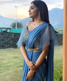 Find the perfect new blouse design to pair with your wedding saree inside! These 40 new blouse design images are sure to inspire you in more ways than one. Sari Blouse, Saree Blouse Patterns, Designer Blouse Patterns, Saree Belt, Dhoti Saree, Best Blouse Designs, Simple Blouse Designs, Blouse Neck Designs, Sari Design