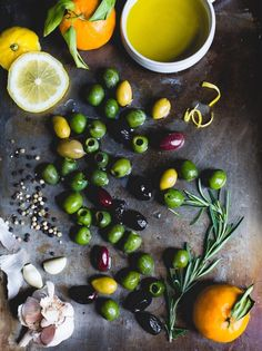 These warm olives with citrus, rosemary, and a splash of gin give normal olives new life with botanical notes. An appetizer that will disappear quickly! Recipes Appetizers And Snacks, Quick Appetizers, Appetizers For Party, Real Food Recipes, Greek Dinners, Marinated Olives, Cooking With Olive Oil, Oranges And Lemons, Veggies