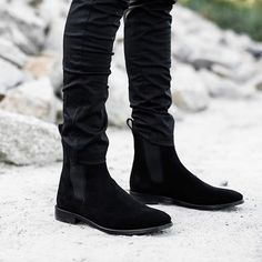 The Classic Black Chelsea Boots Chelsea Boots Outfit, Black Chelsea Boots, Jungle Boots, Mens Boots Fashion, Stylish Mens Outfits, All Black Outfit, Black Outfits, Casual Boots, Ideias Fashion