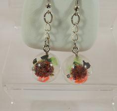 Boucles d'oreilles tutti frutti, en résine, copeaux de métal, micro billes, tissus : Boucles d'oreille par long-nathalie