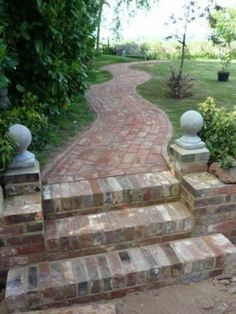 120 Brick garden paths: possible combinations with other materials . - 120 brick garden paths: possible combinations with other materials classic-garden-design-with-brick - Patio Steps, Brick Steps, Brick Pathway, Brick Fence, Garden Stairs, Brick Garden, Garden Paths, Garden Paving, Mosaic Garden