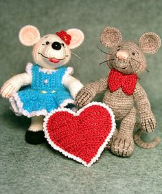 Monique and Mordecai Mouse ( 3inches tall) Amigurumi Free Download Pattern The pattern includes the mice, Monique's dress and flower, and Mordecai's bow tie and heart. The dress is removable.