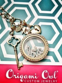Origami Owl ~ custom jewelry perfect gift personalized tell your story. LOVE this very simple look.