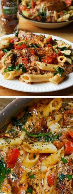 Chicken pasta with spinach and bacon in creamy tomato sauce #Summer #pasta #chickenpasta #MemorialDay