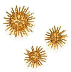 e48c7123496e Lot 228 - Pár 14 karátového zlata Earclips a Matching brož