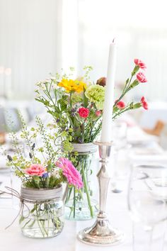 "Jeg er stor ""fan"" av Norgesglass (enten til å ha blomster eller telys etc i) Wedding 2015, Wedding Blog, Diy Wedding, Rustic Wedding, Wedding Flowers, Wedding Venues, Wedding Table Decorations, Decoration Table, Norwegian Wedding"