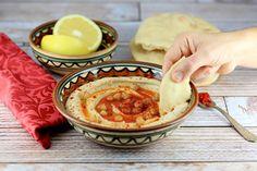 El hummus es un plato típico de oriente medio muy sencillo de preparar y muy diferente a lo que encontramos envasado en los supermercados.