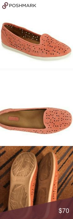 Olukai Flats Perforated petals perfect the look of a smooth nubuck slip-on designed with a gum-rubber sole for enhanced traction. A contoured, anatomical footbed and microfiber lining offer natural, around-the-clock comfort. Removable insole. Leather upper/synthetic lining/rubber sole. Only worn a few times. Inside in perfect condition as these were worn with my own insoles. OluKai Shoes Flats & Loafers