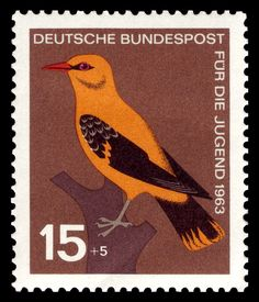 Stamps showing Eurasian Golden Oriole Oriolus oriolus, with distribution map showing range Postage Stamps Uk, German Stamps, World Birds, Brown Bird, Bird Cards, Penny Black, Stamp Collecting, Poster, Bird Feathers