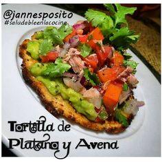 Tortilla de Plátano y Avena con Ensalada de Atún y Aguacate. la #receta de la #tortilla es la misma que la de las empanaditas.  #saludableenlacocina#saludable#deayunosaludable#desayuno#ricoysaludable#comidasaludable#eatclean#eattime#healthylife#food#instafood #cocinasana#tortilla #tortilladeplatano #ensaladadeatun #atún #chia #aguacate #avocado