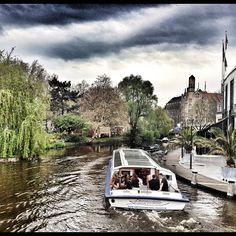 De Amsterdamse gracht met Hampshire Hotel - Amsterdam American op de achtergrond