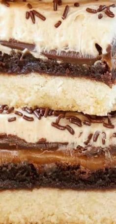 Billionaire Bars - A 5 Layer Dessert No Cook Desserts, Easy Desserts, Delicious Desserts, Dessert Recipes, Bar Recipes, Toffee Cookie Recipe, Cookie Brownie Bars, Eat Dessert First, Italian Recipes