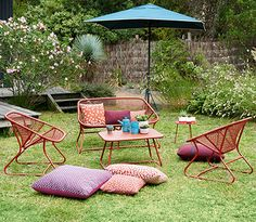 Sixties collection - Fermob - outdoor living room French Furniture, Metal Furniture, Outdoor Furniture Sets, Outdoor Garden Decor, Outdoor Fun, Chateau D Ax, Wassily Chair, Picnic Blanket, Outdoor Blanket