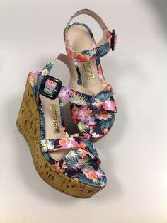A estampa floral é tendência e em breve estará na nossa loja virtual! #disantinni