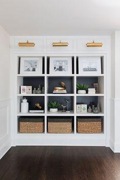 Home Design Inspiration - Built-In Bookshelves - Benjamin Moore Iron Mountain - Styled Bookshelves Bookshelves Built In, Built Ins, Styling Bookshelves, Bookshelf Design, Bookcases, Home Living Room, Living Room Decor, Sweet Home, Muebles Living