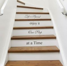 Inspiration pour un escalier design Escalier Design, Wallpaper Stencil, Do It Yourself Furniture, Painted Stairs, Stenciled Stairs, Wooden Stairs, Painted Staircases, Hardwood Stairs, Stair Risers