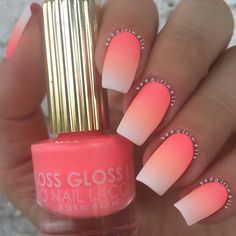 Tendance Vernis : Ombre nails are very trendy now. You can achieve the desired effect by using nail polish of different colors. To help you look glamorous we have found 30 pictures of beautiful nails. Neon Nails, My Nails, Summer Shellac Nails, Faded Nails, Nail Summer, Oval Nails, Beach Holiday Nails, White Summer Nails, Black Gel Nails