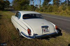 1968 Jaguar 420G The material which I can produce is suitable for different flat objects, e.g.: cogs/casters/wheels… Fields of use for my material: DIY/hobbies/crafts/accessories/art... My material hard and non-transparent. My contact: tatjana.alic@windowslive.com web: http://tatjanaalic14.wixsite.com/mysite