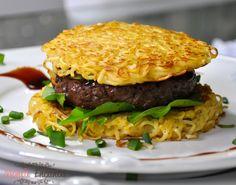 sanduiche-miojo-ramen-burguer-monta-encanta1