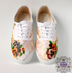 Decoupage and hand painted canvas shoes...zapatillas tipo victoria con decoupage y pintados a mano...