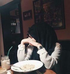 Image about girl in hijab💖 by Zahraa A. Casual Hijab Outfit, Ootd Hijab, Hijab Chic, Muslim Women Fashion, Arab Fashion, Modest Fashion, Hijabi Girl, Girl Hijab, Arab Girls