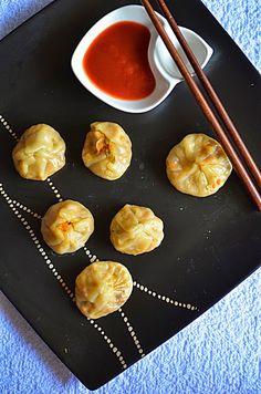Veg momos recipe:Quick and easy recipe for steamed veg momos with step by step pictures.  http://cookclickndevour.com/veg-momos-recipe-how-to-make-veg-momos-how-to-make-steamed-veg-momos-recipe  #cookclickndevour #vegan