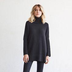 Vetta oversized sweater the minimalist wardrobe. Ethical Fashion, Slow Fashion, Tokyo Fashion, Street Fashion, Black Leggings Outfit, Tribal Leggings, Legging Outfits, Capsule Wardrobe Essentials, 30 Outfits
