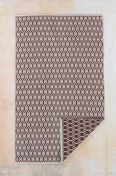 This zig-zag weave cotton rug is functional, simple and cleverly reversible, with geometric lines & an uncomplicated pattern. Available in three different colours