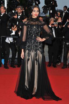 La actriz Sonam Kapoor también lució transparencias con este vestido de Alexander McQueen.