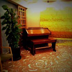 Kenichi Kamio - An organ in a chapel from Today's piano piece  Mar.31st,2015  「チャペルのオルガン」 ホテルのフロアーに大きなオルガン。 弾いてみたい!