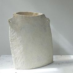 Paul Philp Stoneware vessel – Maud and Mabel Ceramic Pots, Porcelain Ceramics, Ceramic Pottery, Pottery Art, Pottery Painting, Fine Porcelain, Porcelain Tile, Modern Ceramics, White Ceramics