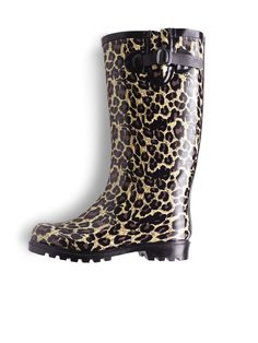 Leopard Rain Boots #gifts #chicos #HolidayFeeling