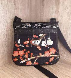 Sac Polka en liège luxe noir et coton japonais cousu par Valérie - Patron Sacôtin Fanny Pack, Lunch Box, Packing, Bags, Japanese Cotton, Sewing, Boss, Black People, Hip Bag