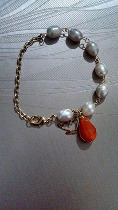 Pulsera perla de rio y chapa de oro