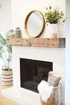 Beautiful modern farmhouse fireplace with chunky rustic wood beam mantel! Wood f… – Farmhouse Fireplace Mantels Wood Fireplace Mantel, Farmhouse Fireplace, Home Fireplace, Fireplace Remodel, Fireplace Design, Modern Fireplace Decor, Reclaimed Wood Mantle, Fireplace Ideas, Rustic Wood