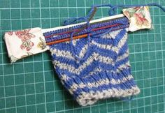Life on the run: My free patterns and tutorials are HERE What a great way to store a wip without the needles making a hole in the bag!