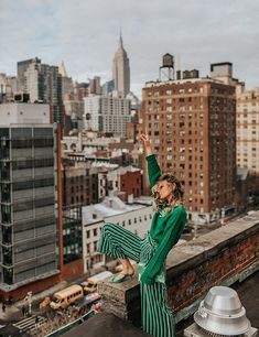 Winter Fashion Style - Green is the new Black Source by ashtonleigh fashion photography Fashion Photography Poses, Fashion Photography Inspiration, Urban Photography, Photoshoot Inspiration, Street Photography, Rooftop Photoshoot, Portrait, City Vibe, Foto Casual